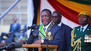 President Emmerson Mnangagwa svors in som president två dagar efter att författningsdomstolen beslöt att presidentvalet inte var ett fuskval
