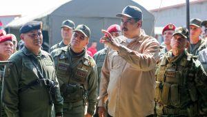 Nicolas Maduro leder en militärövning i Caracas i slutet av januari 2019.