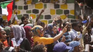 Kvinnor under fredagens protester i huvudstaden Khartoum.