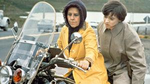 Ruth Gordon ja Bud Cort elokuvassa Harold ja Maude