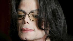Michael Jacksonin kasvokuva.
