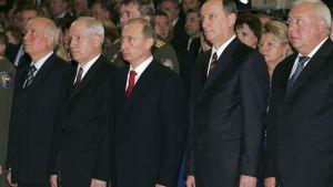 En gruppbild på Vladminir Putin och fyra högt uppsatta säkerhetsledare.
