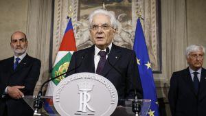 President Sergio Mattarella höll en presskonferens efter att han stoppat Contes förslag till finansminister på söndag kväll.