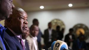 Ordföranden för Zimbabwes krigsveteraner Christopher Mutsvangwa under en presskonferens i Harare den 20 november 2017.
