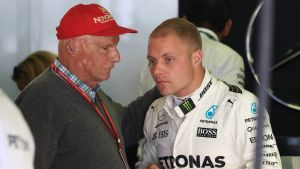 Niki Lauda och Valtteri Bottas i samspråk