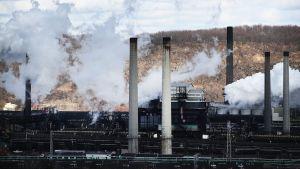 Gammaldags stålindustri, med höga fabrikspipor, skat trygga arbetplatserna i USA