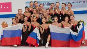 Ryska synkrolaget Paradise firar VM-guldet 2016.