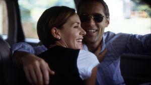 Embeth Davidtz ja Alessandro Nivola elokuvassa Junebug (2005)