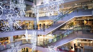 Ostoskeskus joulun alla