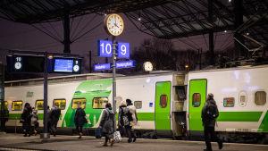 Juna Helsingin rautatieasemalla