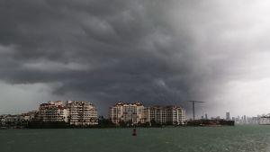 Mörka moln tornar upp sig när Irma närmar sig Florida.