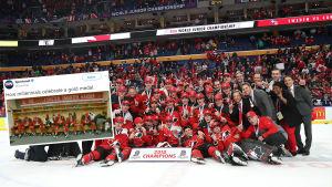 Kanadas spelare firar JVM-guldet 2018.