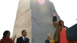 Barack Obama, Michelle Obama och Joe Biden ser Aretha Franklin sjunga vid ett minnestillfälle som hedrar Martin Luther King Jr.