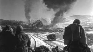 Amerikanska och kinesiska styrkor i strid under Koreakriget 1950.