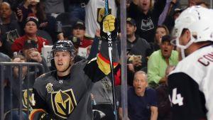 Vegas Golden Knights Oscar Lindberg gjorde mål i hemmapremiären.