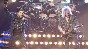Adam Lambert och Queen rockar loss på Oscarsgalan 2019.