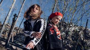 Rap-duo Pimeä Hedelmän promokuva.