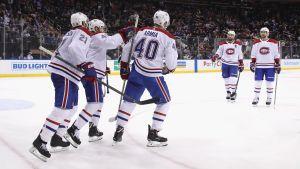 Montreal-spelare jublar efter Armias mål