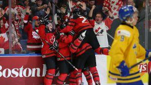 Kanadensiska spelare firar