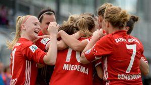 Bayerns damer kramar om varandra.