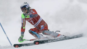 Henrik Kristoffersen åker slalom.