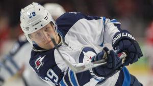Patrik Laine spelar ishockey för Winnipeg Jets.