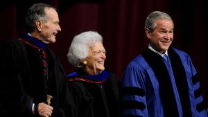 George H.W. Bush, Barbara Bush och George W. Bush
