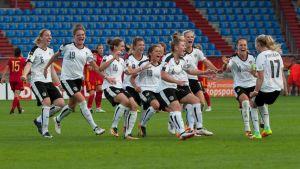 Österrikes damer firar sin semifinalplats.
