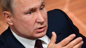 Vladmir Putin uttalade sig under en presskonferens i Moskva på torsdagen.