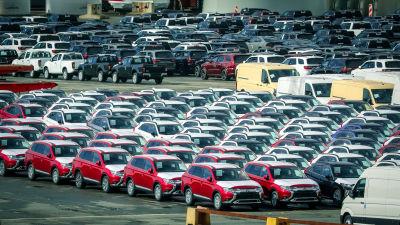 SÍmporterade stadsjeepar tillverkade av det japanska företaget Mitsubishi i hamnstaden Bremerhaven i norra Tyskland.