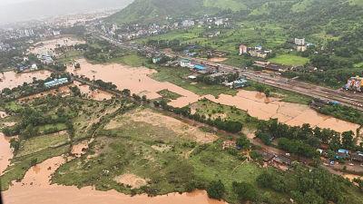 Distriktet Raigad söder om Mumbai är översvämmat och här saknas många månniskor.