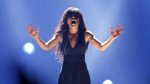 Vuoden 2012 Euroviisujen voittaja Loreen esiintyy.
