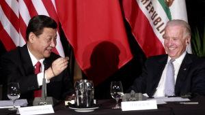 Joe Biden vill bygga en asiatisk-europeisk allians mot Kina och dess ledare Xi Jinping. Den dåvarande vicepresidenten Biden träffade Xi i Los Angeles år 2012.