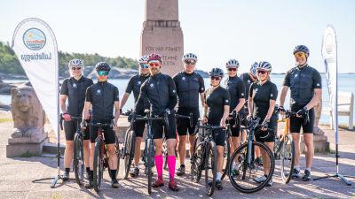 Gruppbild på cyklister.