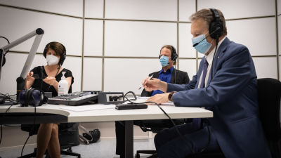 Politiikkaradion vieraat Outi Alanko-Kahiluoto, Juho Eerola ja Ilkka Kanerva