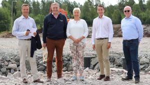 Robert Nyman, Mikael Pentikäinen, Ulla Gunnarsson, Henrik Wickström och Leo Gammals står och tittar in i kameran.