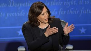 Kamala Harris under en valdebatt med Mike Pence.