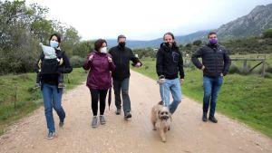 Pablo Iglesias (andra från höger) leder partiet Podemos