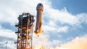 New Shepard nousemassa lennolleen.