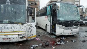 Bombskadade bussar i centrum av gamla Damaskus efter ett terrordåd mot shiapilgrimer.
