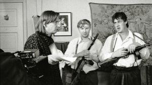 Aki Kaurismäki ohjaa tv-elokuvaa Likaiset kädet. 1989.