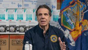 Den värst drabbade delstaten New Yorks guvernör varnar för att man snart kan ha 40 000 smittade som behöver intensivvård och det klarar inte delstatens sjukhus av.