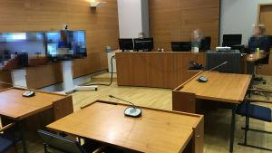 Oikeuden istunto alkamassa