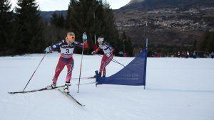 Therese Johaug och Heidi Weng klättar upp för Alpe Cermis.