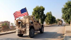 En del amerikanska styrkor har återupptagit sina patruller i kurdiska områden vid gränsen mellan Syrien och Turkiet