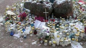 Utanför Myyrmanni efter bombdådet 2002