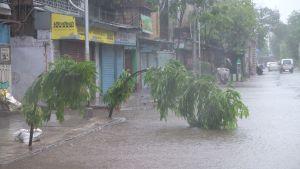 Redan flera timmar före stormen drog in var regnen häftiga.