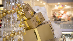Kauppakeskusen joulupakettiasetlema