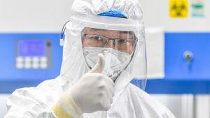 Antalet nya infekterade minskade dramatiskt då Kina på onsdagen bekräftade endast 349 nya fall jämfört med nästan 1 700 dagen innan.
