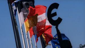 Flaggor utanför Europaparlamentet